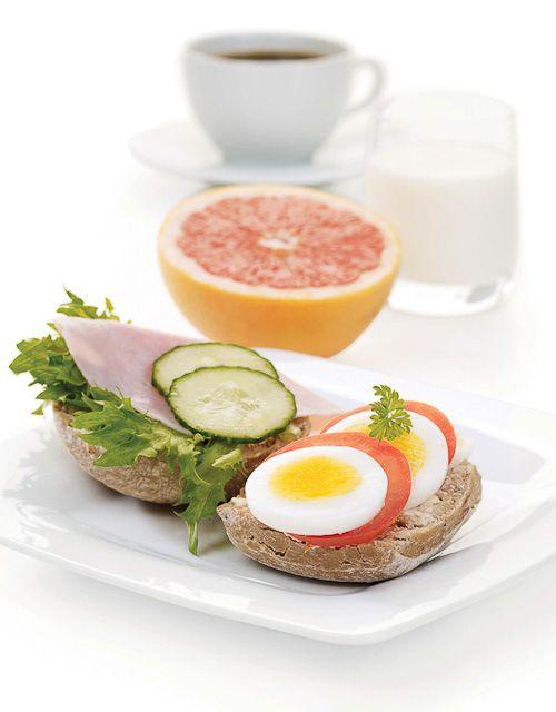 På frokosten i helgen smaker det godt med et kokt egg. Her er en utvidet frokost til sene morgener.