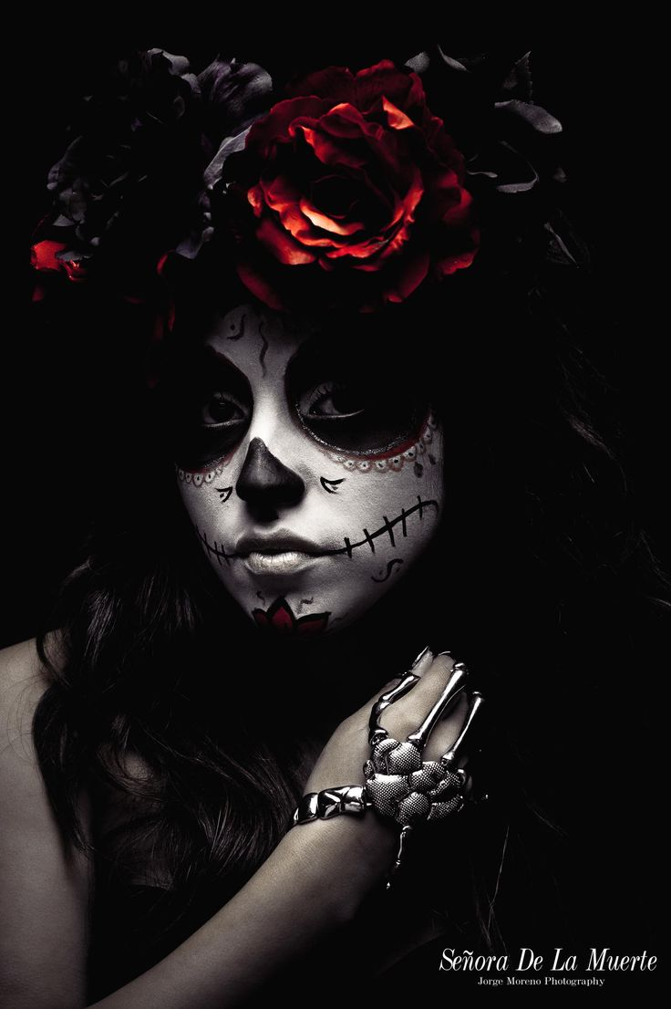 Dias de las Muertas (Day of the Dead) is coming up this month.  Time to get made up!