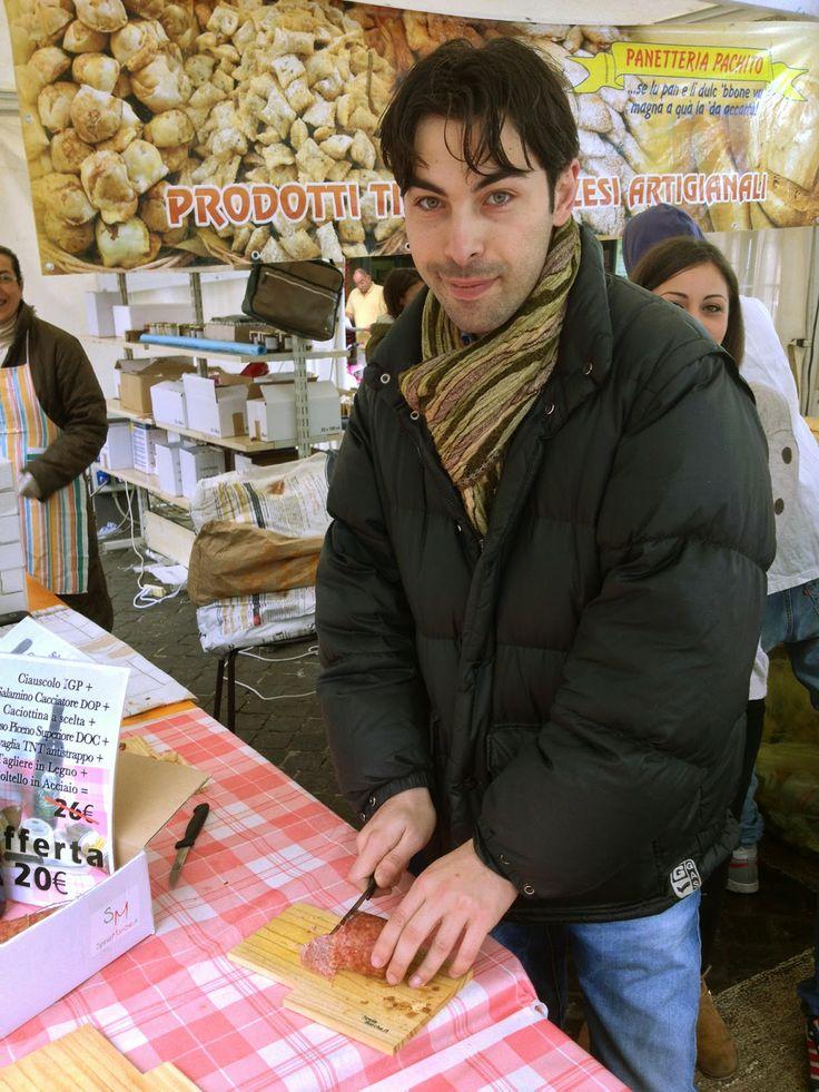 """""""FRITTO MISTO"""" BUONA LA PRIMA  ASCOLI PICENO - Si è conclusa la decima edizione di """"Fritto Misto"""", kermesse gastronomica e culinaria dedicata alle specialità gastronomiche italiane ed internazionali, con particolare attenzione per i piatti fritti. Spesamarche.it per la prima volta si è presentata al suo publico in un'inconsueta veste """"offline"""" e il titolare Stefano Bizzarri tira le somme di questa esperienza."""
