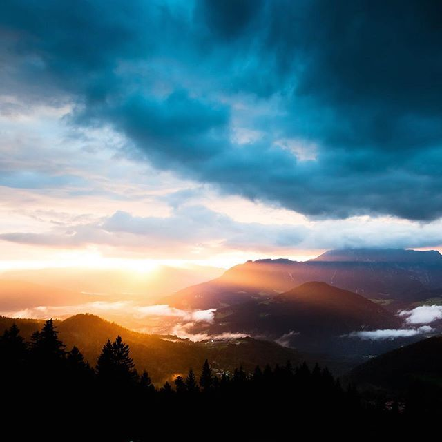 Sundown in the alps, seen from the #RossfeldPanoramastraße. Have a great weekend folks!  #mountains #alps #itsGreatOutThere #BreakingBoundaries #BeActive #lifeofadventure #welivetoexplore #deinbayern #visitbavaria #weroamgermany #germanytourism