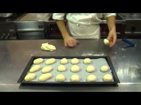 Panini al latte ricetta - YouTube
