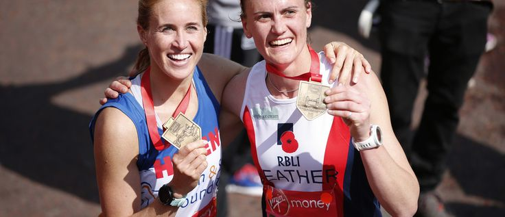 Britain Athletics - London Marathon - London - 23/4/17 Great Britain Olympic rower Helen Glover and Heather Stanning celebrate with their medals after finishing the marathon Action Images via Reuters / Matthew Childs Livepic - RTS13J2P