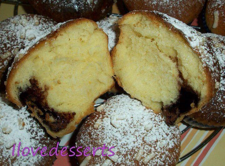 """Dal libro """"Pane e roba dolce"""" delle sorelle Simili. Si può creare sia un'unica torta (con le palline tutte vicine vicine) oppure si possono fare delle mono porzioni mettendo l"""