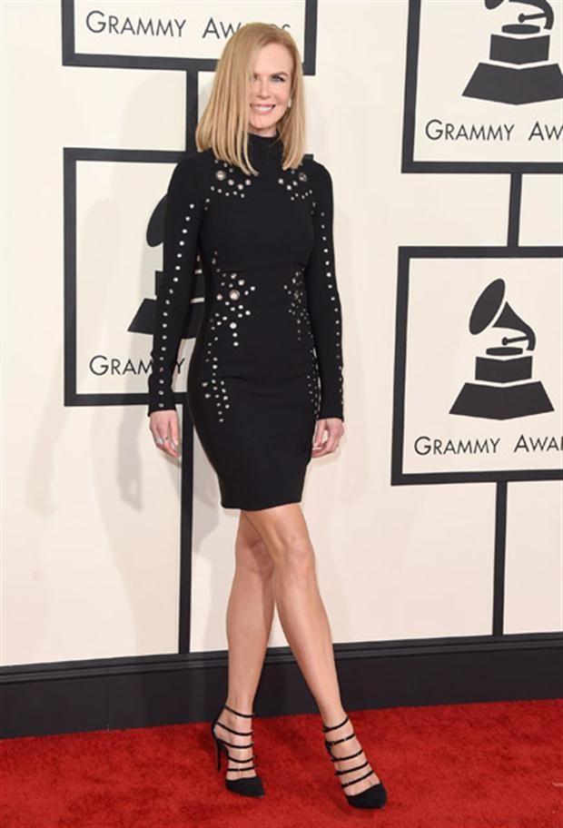 Looks de los Premios Grammy vestido negro