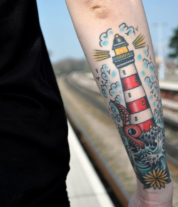 tatouage marin phare                                                                                                                                                     Plus