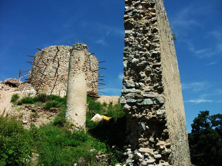 Oponice castle South corn Južný roh