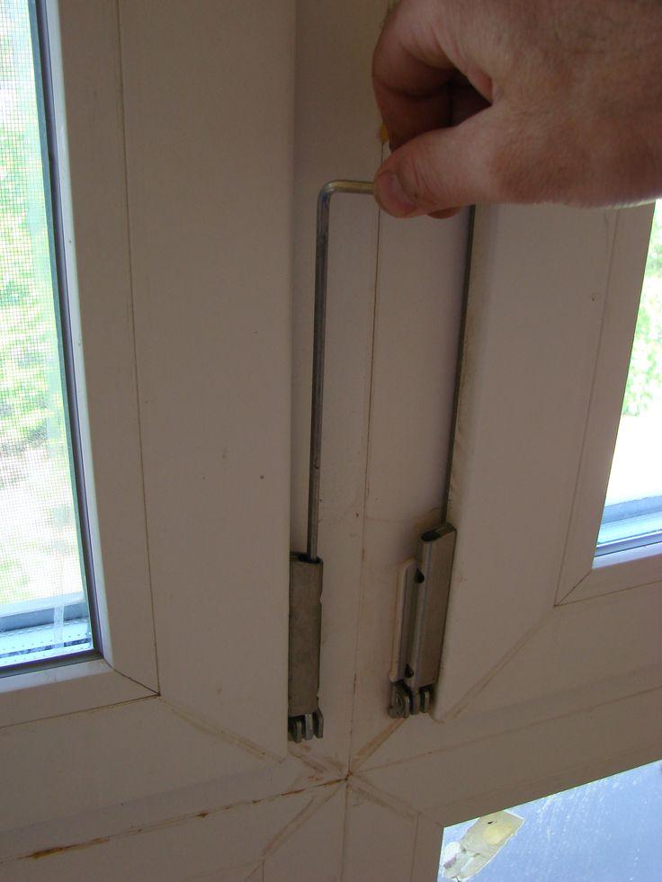 Регулировка нижней петли ПВХ окна