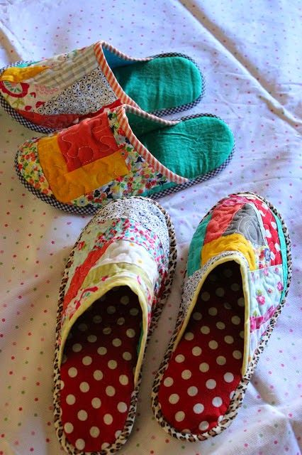 "JuNkRoOm GyPsY : Patchwork Slippers Tutorial by blog called ""Throug..."