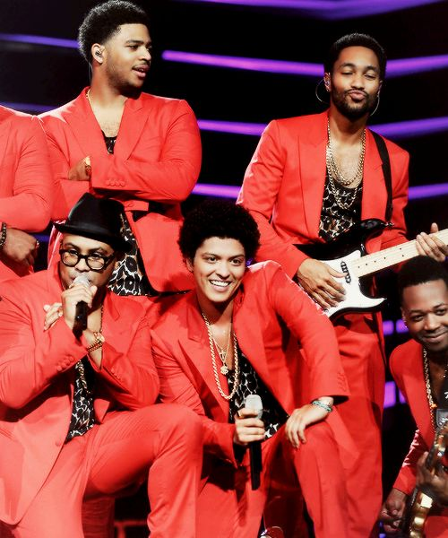 My heart always beats into overdrive every time I see Bruno and the Hooligans in matching outfits. They're all so dashing. ♥