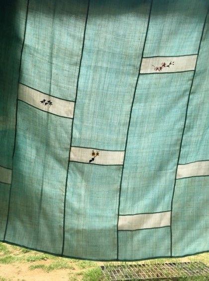 여름이불 쌈솔 바느질로 꿰매고 야생화를 수놓은 모시이불. 하늘색과 하얀색이 청량감을 준다. 안에 인견을...