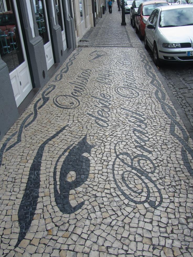 Calçada Portuguesa em Angra do Heroísmo. Uma forma de anunciar e embelezar as ruas da cidade