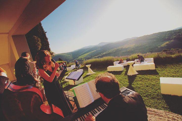 Music with a view at @villa_vistarenni Isn't this landscape simply perfect?! #destinationwedding #weddingmusic #italianmusicians #musicaevento #wedding #weddingintuscany #weddinginsiena #weddingmusicentertainment #weddingmusicentertainmentbandung #weddingjazzband #jazzmusic #tuscanlandscape #instatoday #instagood #instamood #bestofday