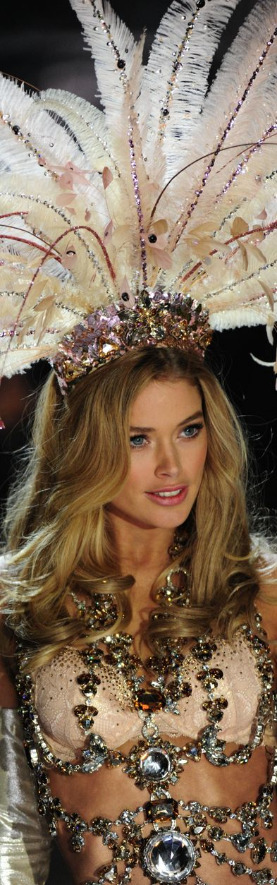 Doutzen Kroes...Victoria Secret Fashion Show ♥✤ Looks Very Beautiful, like it, visit online or local store to make the purchase