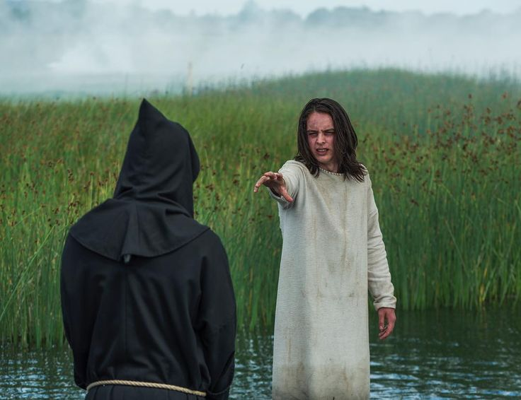 """Alfred (Darren Cahill) sees Athelstan (his dead father) who tell him they must go to York. VIKINGS S5 Episode 1 & 2 """"The Departed"""""""