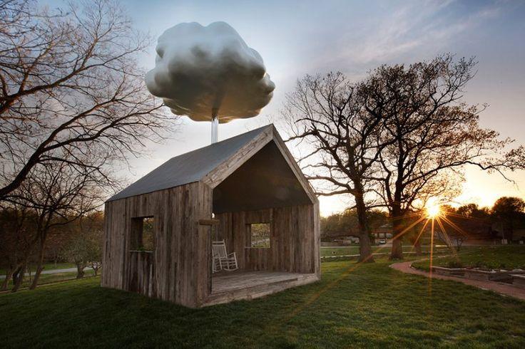 Cloud Maison par Matthew Mazzotta  les personnes assises à l' intérieur déclenchent  une douche de pluie qui résonne sur le toit en tôle ondulée pour se sentir bien à l' intérieur !