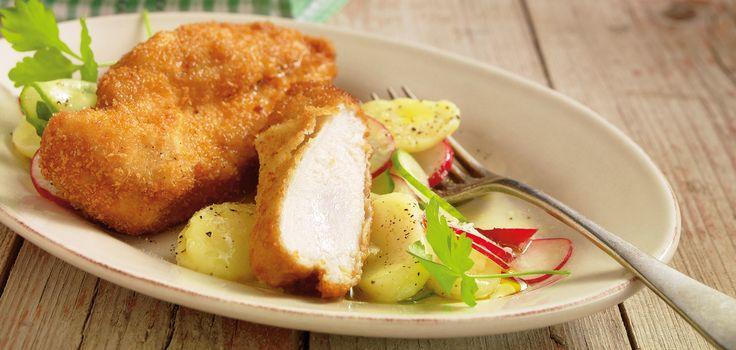 Zitronenbackhendl mit Kartoffel-Gurkensalat und Radieschen