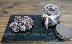 Dadelkugler med peanutbutter og kokos