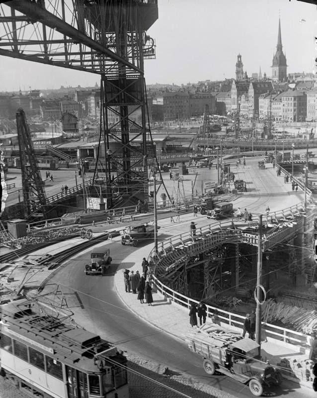 Norrut över Slussen när Gamla Katarinahissen byggdes om 1935. Okänd Fotograf..Källa: Aftonbladet