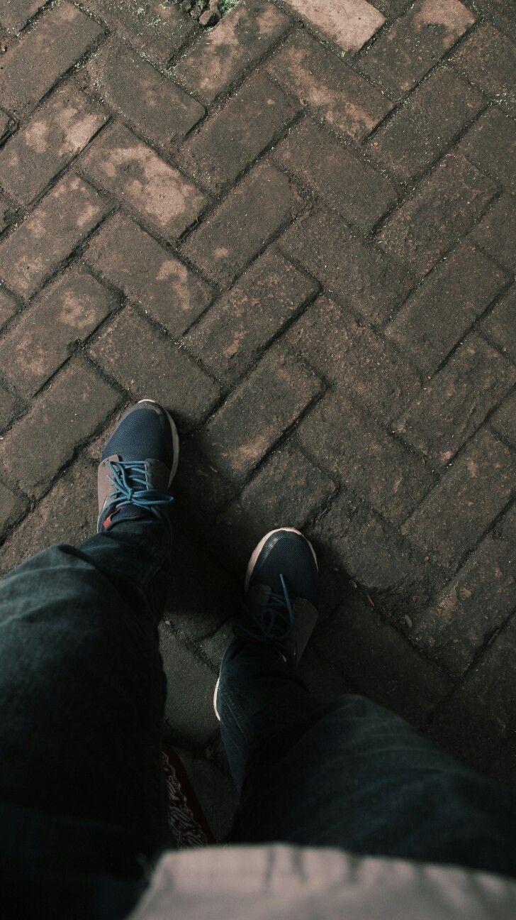 Kata orang, langkahku akhir-akhir ini terlihat pelan. Yaa benar, karena aku berjalan dengan iramamu agar aku bisa tetap jalan bersamamu meskipun dalam arah yang berbeda.