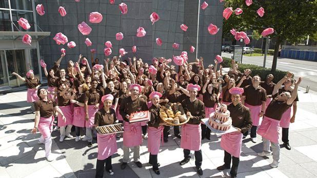 Bachmann Jobs: Wir suchen dich! Zur Verstärkung unseres Teams, suchen wir noch motiviertes, dynamisches und teamfähiges Verkaufspersonal für Luzern, Zug und Shoppi Tivoli in Zürich. Weitere offene Arbeitsstellen findest du direkt auf unserer Webseite. Jetzt bewerben und Team Rosa beitreten.