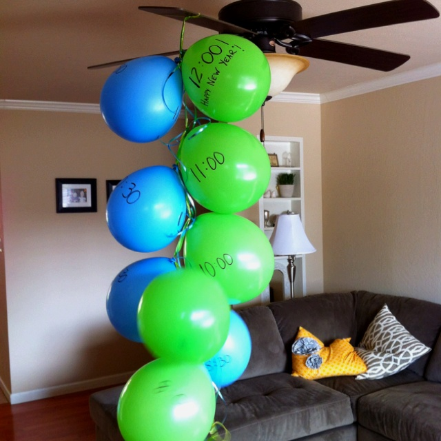 New Years Balloon Pop Countdown for the kids! | Entertaining Ideas!