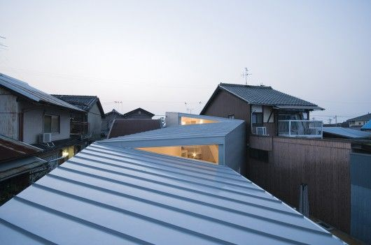 House Twisted / Alphaville Architects - nice pop up window - clerestory