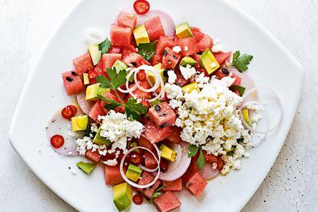Απίθανη σαλάτα με καρπούζι, φέτα και αβοκάντο - Συνταγές   γαστρονόμος