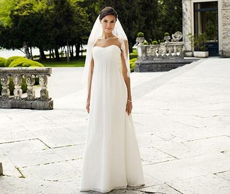 Lilly brudekjole i chifon 08-3214 LILLY 2013  Kr. 4 900,00
