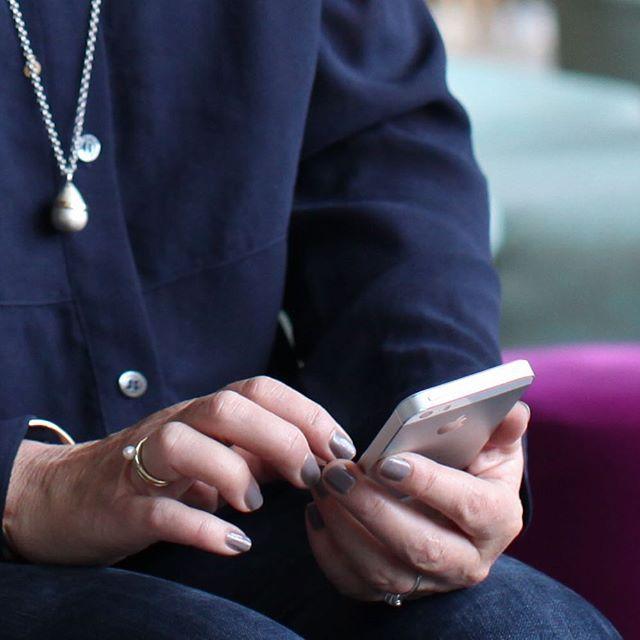 Visste du at 76% (i følge comScore) av all den tid vi bruker på sosiale medier, skjer fra mobil? Sørg for at din nettside og blogg er optimalisert for mobil.  #digitaltips