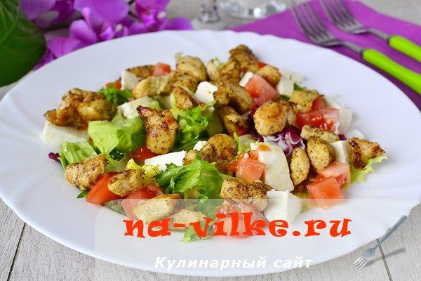 Теплый салат с курицей, помидорами, сыром и карри   Застолье-онлайн
