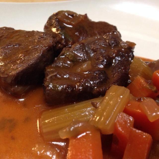 赤ワイン1本を使って2時間煮込 - 7件のもぐもぐ - 牛すね肉の赤ワイン煮込み by chiaki33