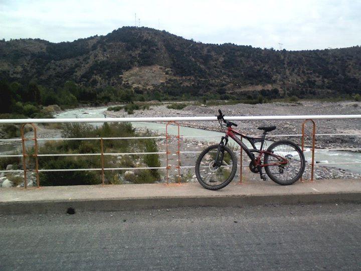 Camino a puente negro, San Fernando, Chile.