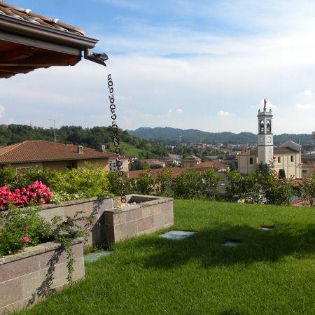 Sistemazione aree esterne nuova villa a schiera - Giardino vista sud - Maria Teresa Azzola Designer - Villa d'Almè (BG) 2008-2010
