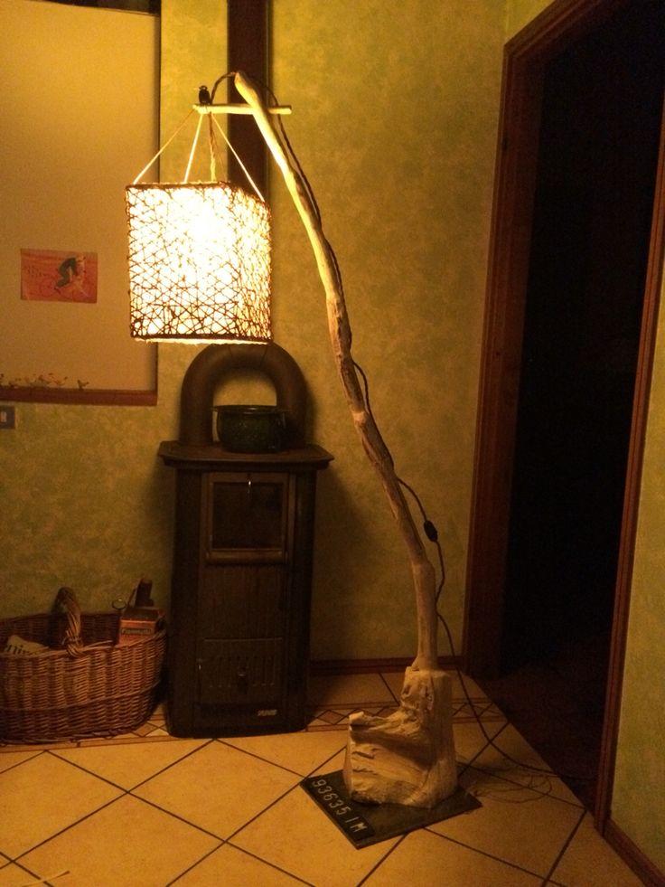 Lampada da terra Imperia, realizzata con legno di mare assemblati e paralume fatto a mano. DaLu 2016