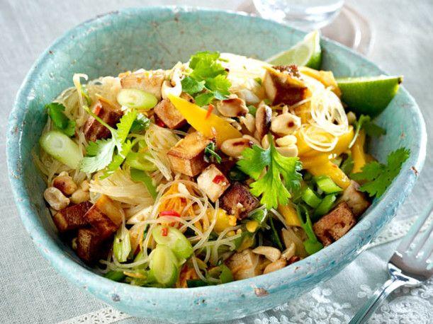 Glasnudelsalat mit Räuchertofu und Mango Rezept