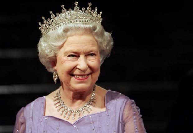Королева Елизавета II поставила Принца Гарри перед выбором: брак или власть https://joinfo.ua/showbiz/1209599_Koroleva-Elizaveta-II-postavila-Printsa-Garri.html