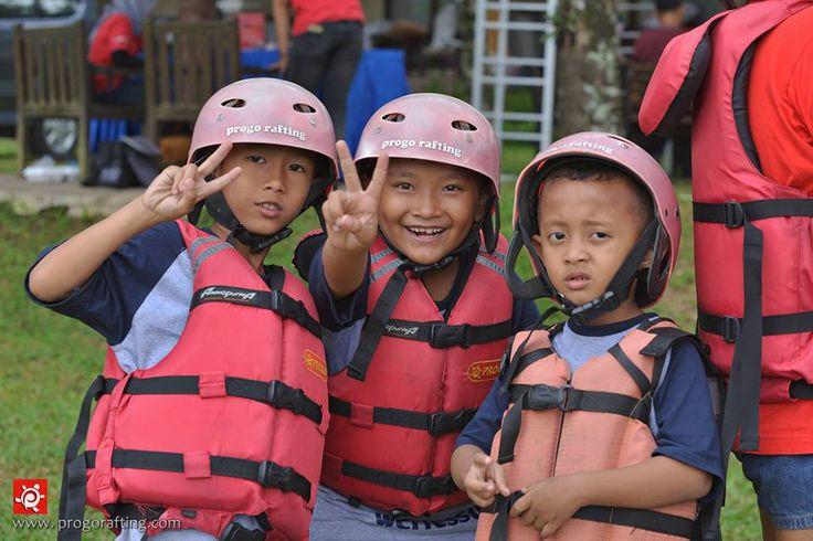 Repost from @diahvictaulika  Children Fun Trip 😆 ( Arung Jeram Anak )  cuma Rp.100.000/ anak 😄  Informasi dan Reservasi  WA /Telf : 089697321321 WA /Telf : 085743148452 WA /Telf : 081511118089 www.progorafting.com . . . : Follow Sosial Media kami : Google+ : +PROGO RAFTING MAGELANG Twitter : @progorafting Facebook : Progo Rafting Fanspage : Progo Rafting Magelang Instagram : @progorafting Youtube : http://bit.ly/20fbX6y . . . .  #progorafting #progoraftingmagelang #progo_adventure…
