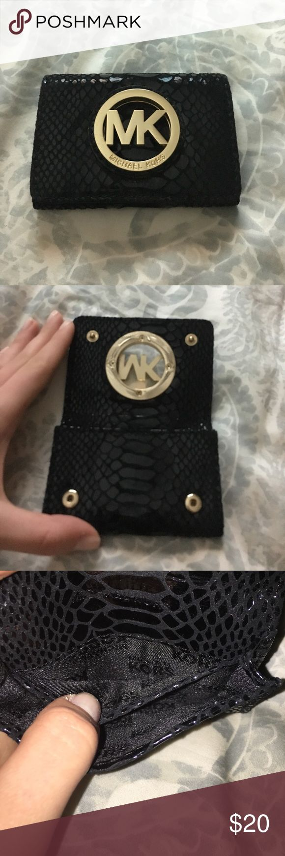 Michael Kors Coin Purse Adorable coin purse that is also able to hold a few cards. Super cute faux snake skin! Small bit of marring on the back showin in last pic. Very minimal. Michael Kors Bags Wallets
