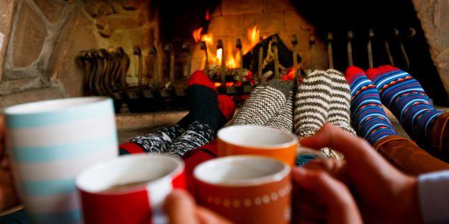 S'enrouler dans un plaid et discuter entre amis devant un feu de cheminée… Avec près de dix livres publiés sur le sujet, le mode de vie scandinave s'exporte mieux que jamais.