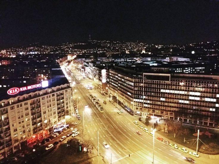 Love you Budapest 💙 #budapest #street #traffic #trafficlight #nightlights #citylife #citylife #citadel #beautiful #nightlife #négyeshatos