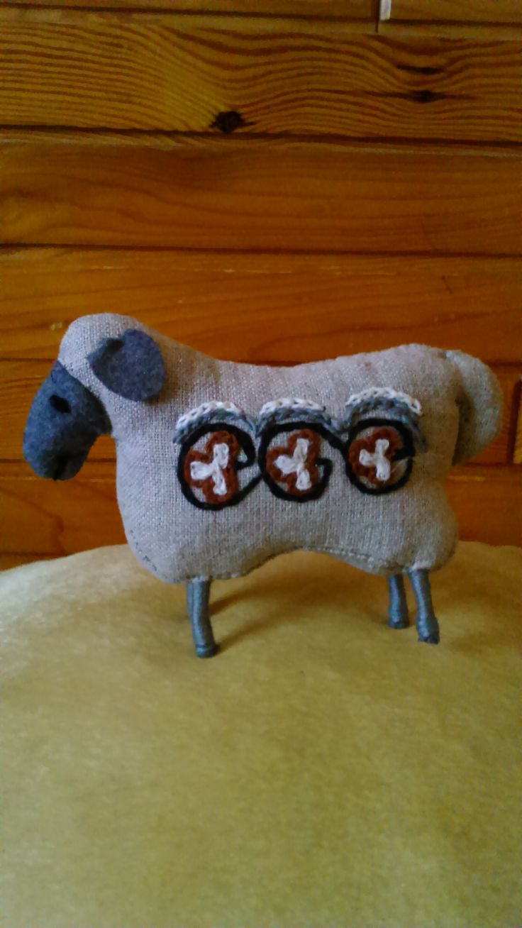 Linen embroidered sheep - primitive style. Only linen and wool, Handmade by Alina Wodzińska