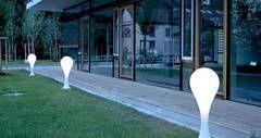 Très pratique, design et étanche, ce luminaire de chez Next est idéal pour illuminer vos exérieurs. www.spot-lumiere-led.com
