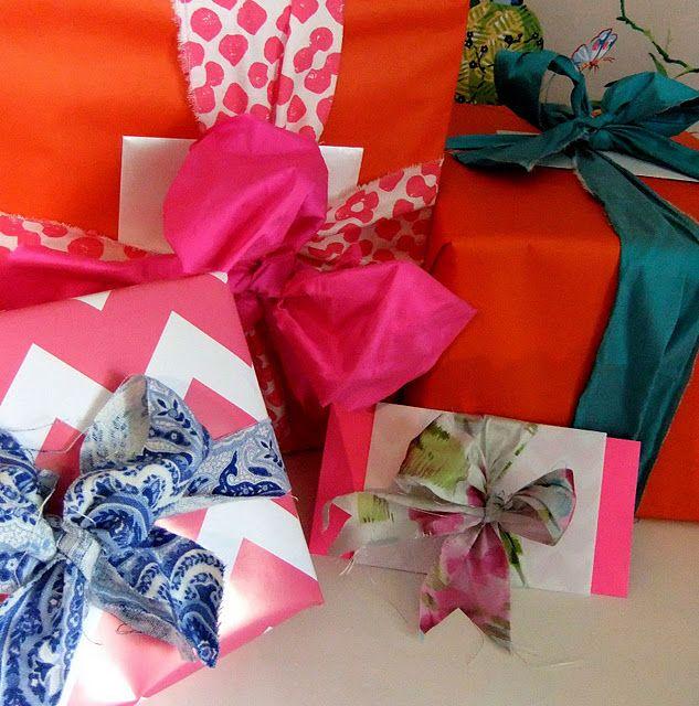 ,Presents Wraps, Gift Bows, Fabrics Scrap, Fabrics Bows, Gift Wraps, Scrap Fabric, Big Bows, Bright Colors, Wraps Ideas