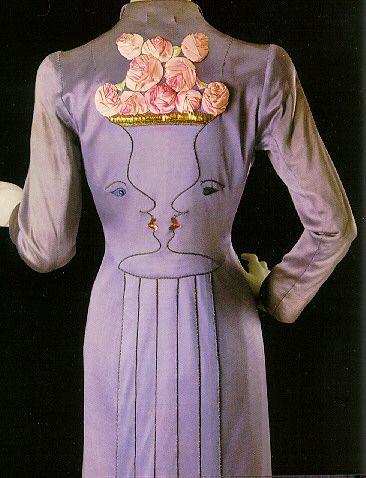 Elsa Schiaparelli. Manteau de soirée (automne 1937) : Également réalisée avec la collaboration de Jean Cocteau, ce manteau d'un mauve vespéral, brodé de deux visages qui se ...
