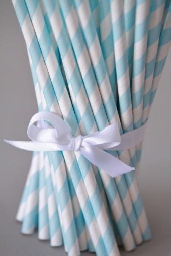 8,70€ les 50 pailles rayées bleues claires http://atmospheremariages.fr/356-951-thickbox/decoration-mariage-en-pailles-rayees-rayures-robe-de-mariee-theme-idees.jpg