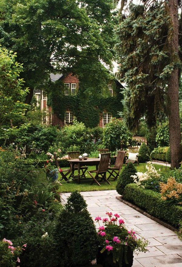 Die Sitzgruppe Aus Altem Teak Mach Diesen Lauschigen Garten Perfekt