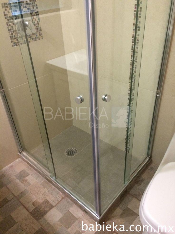 Cancel de baño en esquina ideal para espacios reducidos. www.babieka.com.mx