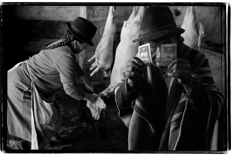 """""""Where is the money?"""" - 1985/2000 - Ecuador - Negativo b/n, 35mm  - Imagen modificada digitalmente - Derechos reservados de todo el Web Site © Copyright 2008 Pedro Meyer"""