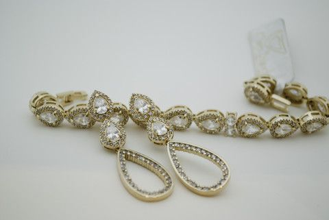 Enhance your style with a little sparkle and make a statement with this 18k gold plated #bracelet featuring #teardrop Cubic Zirconia accent stones. Approximate length: 7 inches.