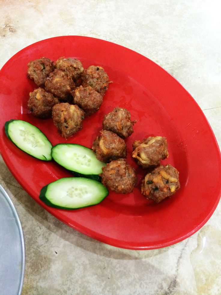 Fried meatballs, nice and crispy on the outside, juicy and tender on the inside - RM10